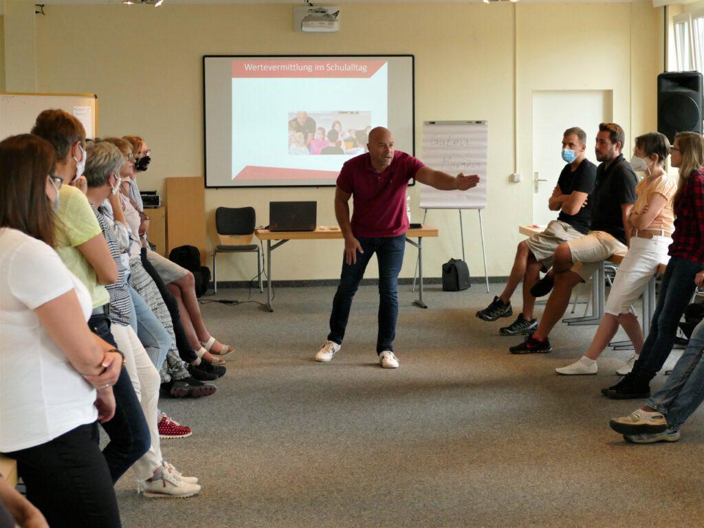 Jetzt sind wir mal dran! Präventions-Workshops für Patenschaften betreuende Lehrer*innen und ihre Kolleg*innen